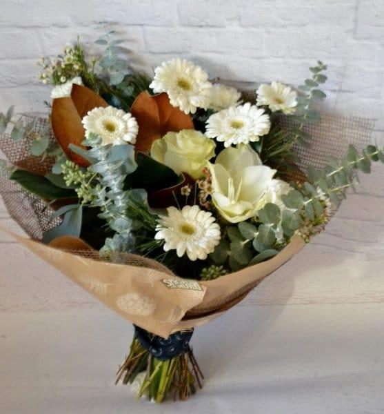 a white xmas bouquet 557x600 1